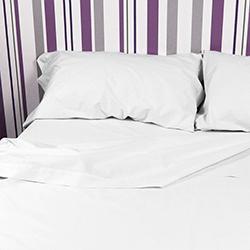 Juego de sábanas blancas 50/50